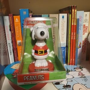 Snoopy Christmas Solar Bobble Head